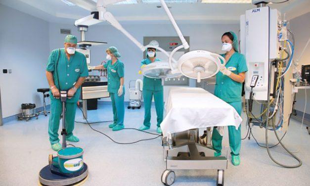 UGT exige más protección para el personal de limpieza de los hospitales y centros de salud de Andalucía